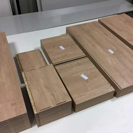Planches en bois étiquettée