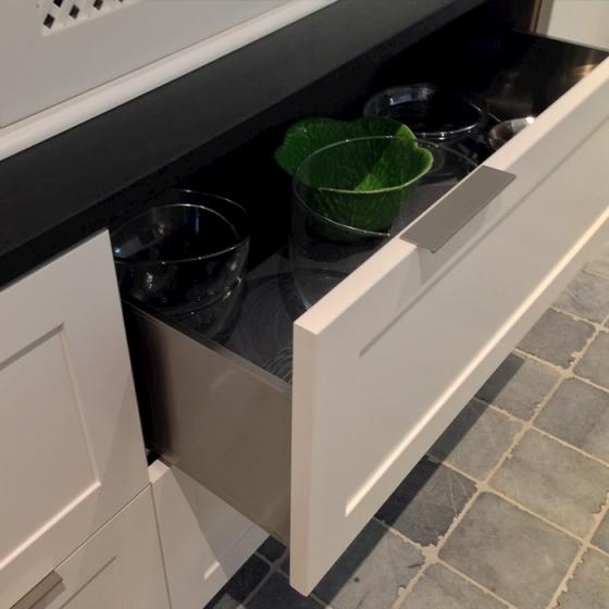 Tiroir avec vaisselle